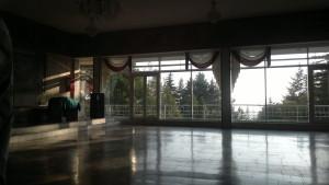 хол перед входом в столовую